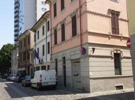 Hotel Astor, hotel in Piacenza