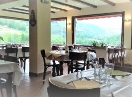 hotel restaurant des voyageurs, hôtel à Le Falgoux