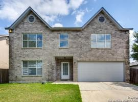 Luxury House with Game room & patio BBQ, 8 min to Lackland AFB & Sea World,, villa in San Antonio