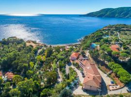 Residence Reale, serviced apartment in Porto Azzurro
