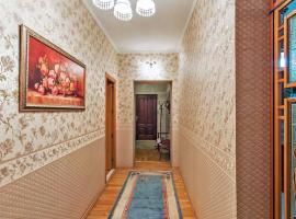 Комнаты в центре на Фрунзе, hotel near Beryozovaya Roshcha Metro Station, Novosibirsk