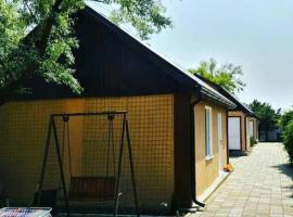 Олимпийские домики - 200 метров до пляжа, hotel in Vityazevo