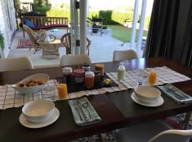 Breakfast with a view, hotel in Taupo