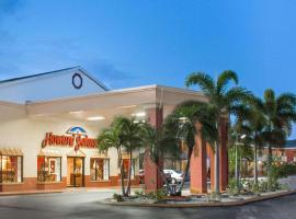 Howard Johnson by Wyndham Ft. Myers FL, hotel in Fort Myers