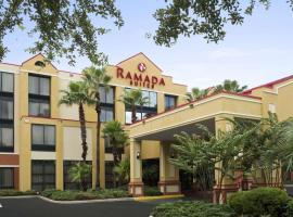 Ramada by Wyndham Suites Orlando Airport, hotel in Orlando