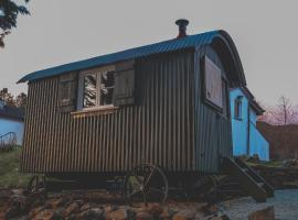 Loch Eyre Shepherd Hut, luxury tent in Portree