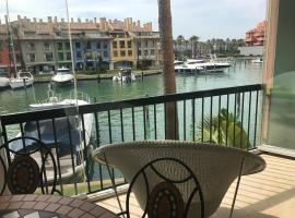 Apartamento con piscina ,playa con vistas panorámicas en la Marina de Sotogrande, hotel en San Roque
