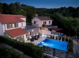 Luxury Villa FUTURE, pet-friendly hotel in Klimno