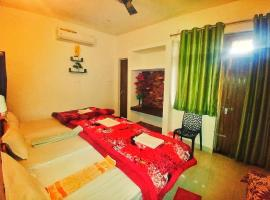 Anukampa Paying Guest House, family hotel in Agra