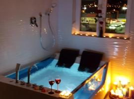 Apartment VAL - Private SPA- Jacuzzi, Infrared Sauna, Parking with video surveillance, Entry with PIN 0 - 24h, Book without credit card