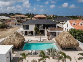Hasta La Vista Royal Luxury Villa Jan Thiel, hotel in Jan Thiel