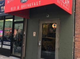 American Dream, hostel sa New York