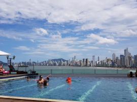 Apto top-melhor vista de Balneario, hotel in Balneário Camboriú