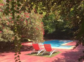Serendip, hotel with jacuzzis in Avignon