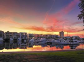 Haven Marina Glenelg, hotel near Adelaide Airport - ADL,