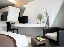 โรงแรม ไนน์ ฟอร์ตี้ วัน  โรงแรมใกล้ สนามราชมังคลากีฬาสถาน ในกรุงเทพมหานคร
