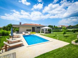 Villa Viviana Fažana Valbandon Heated pool, luxury hotel in Fažana