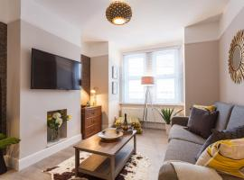 Stylish Town Centre House - Reef House - Private House, Sunny Decking & Parking, apartment in Bournemouth