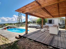 Villa Thomana, piscine, vue mer et plage à 100 m !, hotel in Le Moule