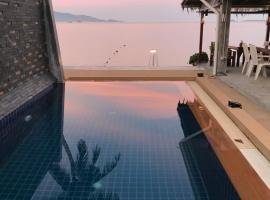 Pico Beach Bungalows & Resort, hotel with pools in Bophut