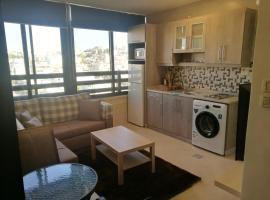 Dair Ghbar Roof Top Apartment, apartment in Amman