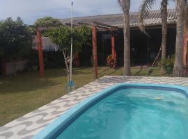Casa com piscina, holiday home in Tramandaí