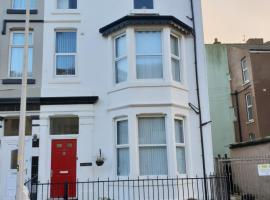 The Bromley Central - Holiday Home, pet-friendly hotel in Blackpool