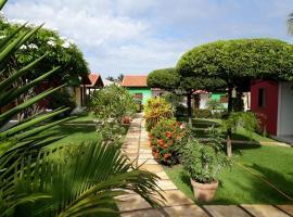 Chalés do Otto e Karine, hotel with pools in Canoa Quebrada