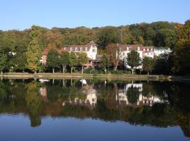 Les Etangs de Corot, hotel near ENSP Versailles, Ville-d'Avray