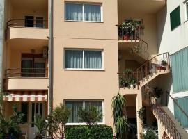 Apartments Deak, hotel in Makarska