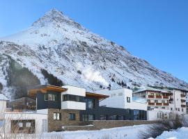 Alpenresidenz Ballunspitze Wellness- & Kinderhotel, отель в Гальтюре