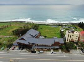 海平面海景會館,鹽寮村的飯店