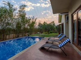 SaffronStays 9 Palms, hotel with pools in Alibaug