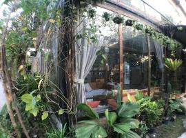 Laan Rab Lom Home & Cafe', hotel in Nong Khae