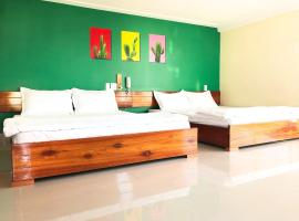Ngoc Huong Hostel & Apartments, hotel in Quy Nhon
