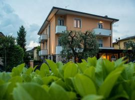 Hotel Fiordaliso, hotel near Terme Sirmione - Virgilio, Sirmione