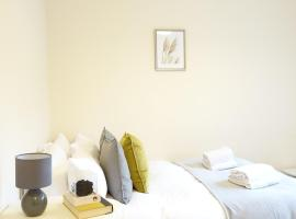 Heathrow Ensuite Rooms, hotel in Stanwell