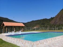 Chalé duplex reformado - Fazenda Cantinho, hotel with pools in Teresópolis
