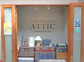 The Attic Bed & Breakfast, rental liburan di Bandung
