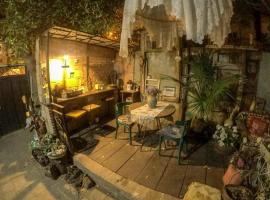 Nona's Guest House, pet-friendly hotel in Tbilisi City