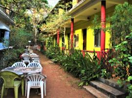 Private rooms near Chapora fort, hotel in Vagator