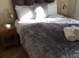 Blue Sky Apartments@Guildford Town Centre, hotel in Guildford