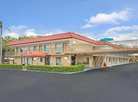 Days Inn by Wyndham Clearwater/Central, hotel near Sand Key Park, Clearwater