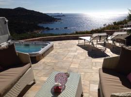 La terrazza sul mare Porto Luna 2, hotel with jacuzzis in Villasimius