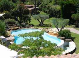 Au pays de Cézanne Picasso, hotel with jacuzzis in Aix-en-Provence
