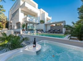 Luxury apartment SUNSET with pool and jacuzzi, hotel with pools in Novalja