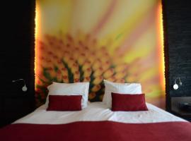 Boetiek Hotel Plein Vijf, hotel near Helmond Brouwhuis Station, Deurne