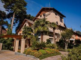 Hotel Pousada Kaster, hotel near Santa Claus Village, Gramado