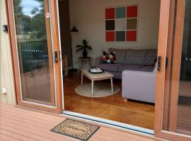 Phillip Island Eco Resort Private Serene Villa with a view, vacation rental in Cowes