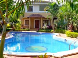 Stunning 3BHK Villa Fountain Court near Vagator Beach, hotel with pools in Mapusa